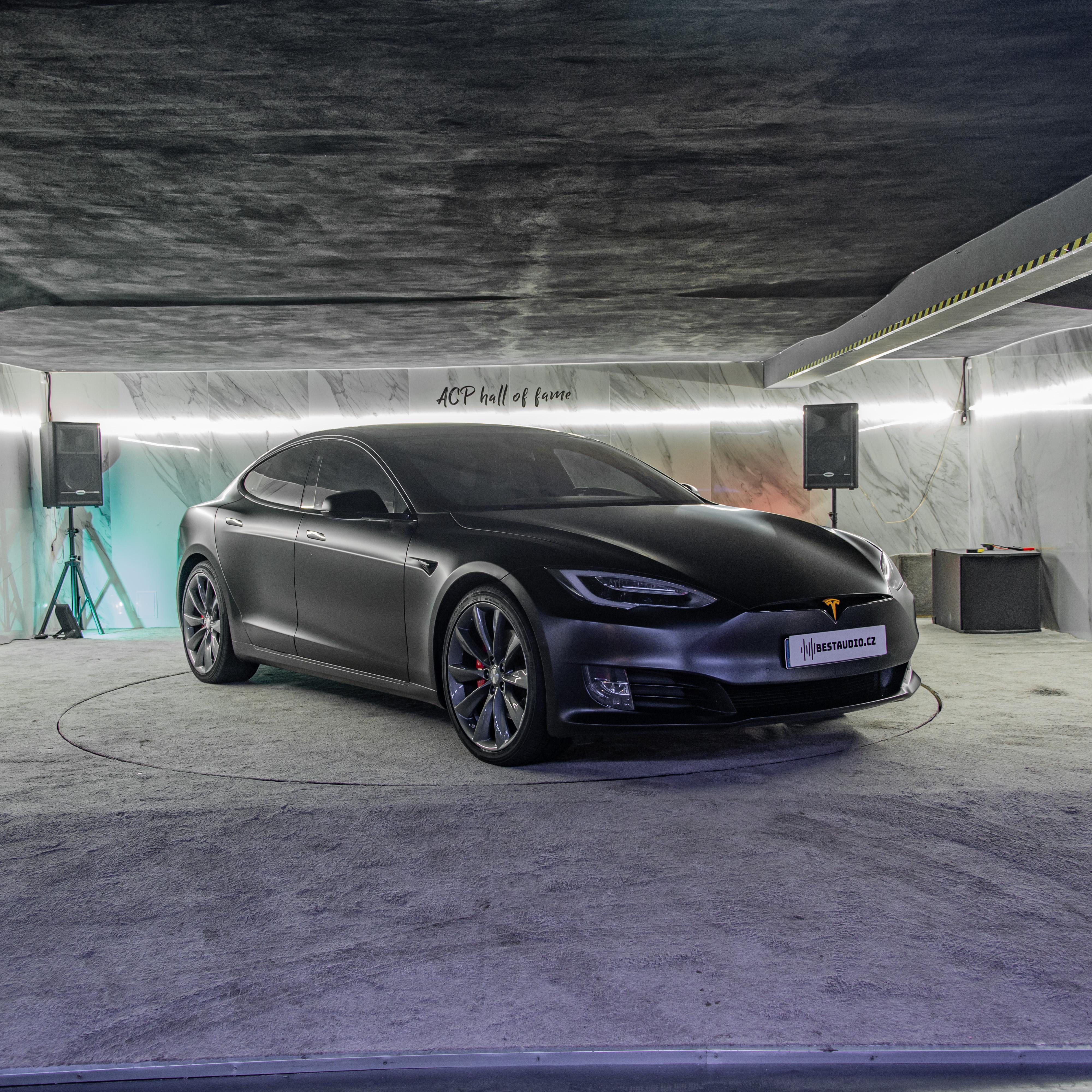 Tesla S P100D – Odhlučnění a ozvučení vozu