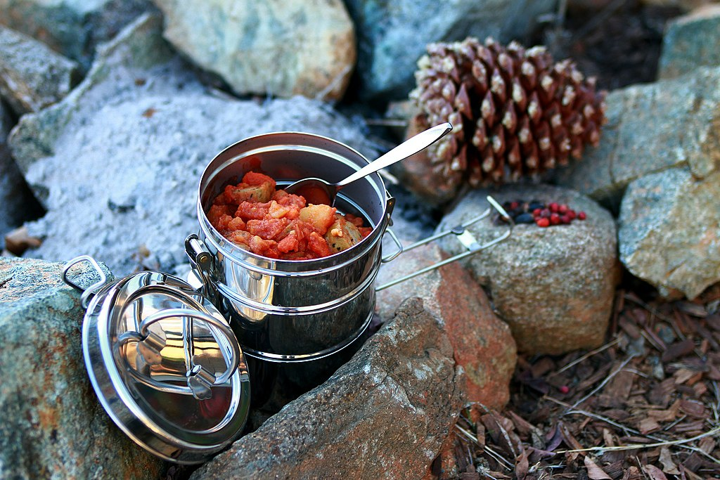 1024px-Camping_food_outdoor