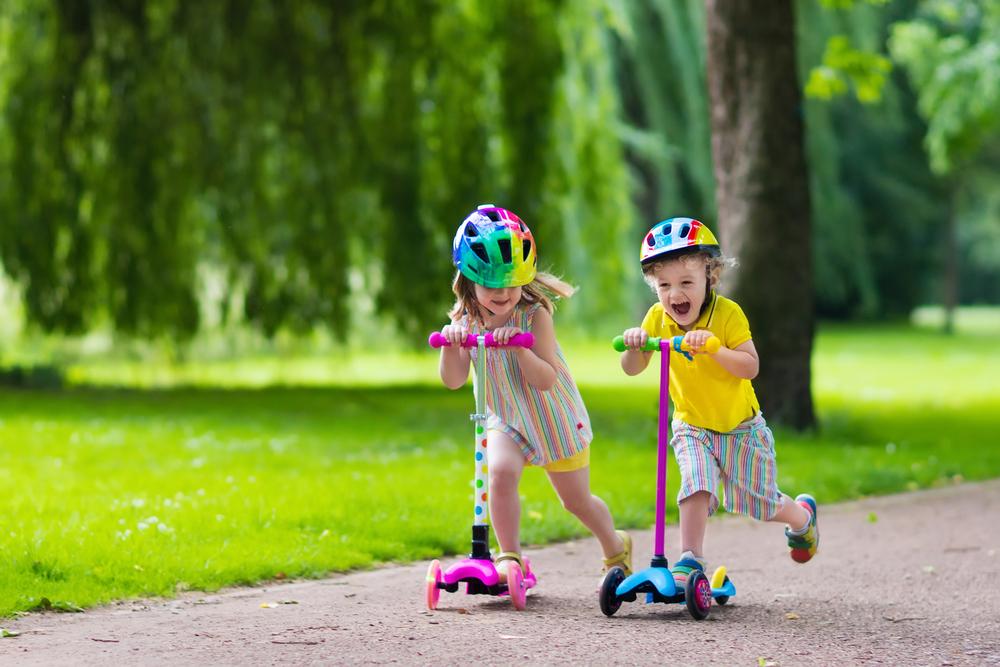 Kolobežkovanie-zabaví-detí-i-dospelých