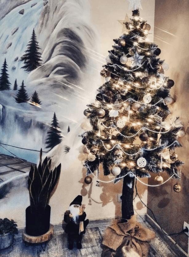 vianocny_stromcek_na_pniku_domov3