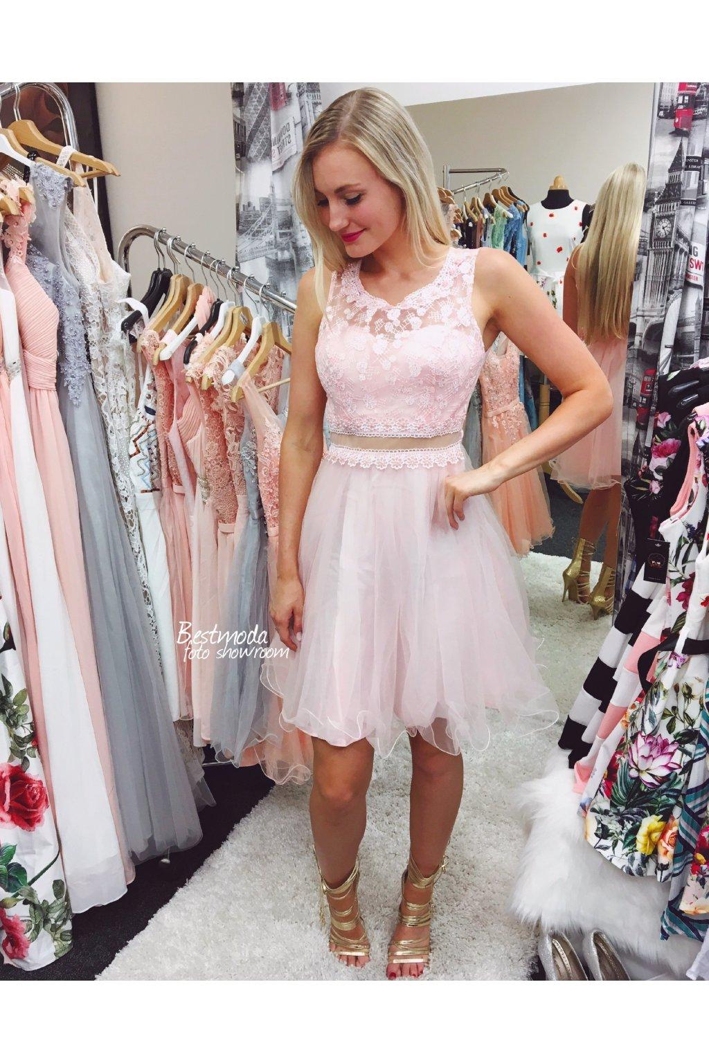 Růžové koktejlové šaty Charms by Paris - Bestmoda 3f7e02bb9fb