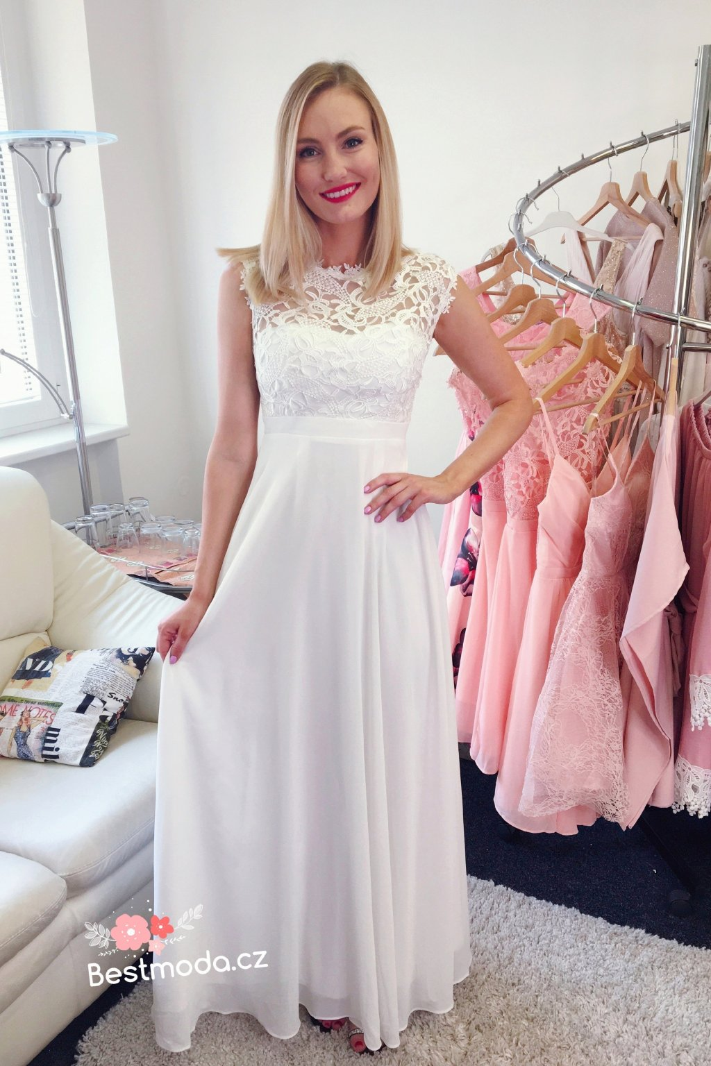 Bílé společenské šaty Eva Lola s krajkou. Neohodnoceno. 9CA781B8 412F 421A  B447 149EECDE7BF0 461d0ed52c