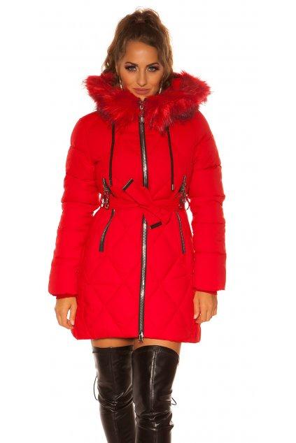 červená zimní bunda