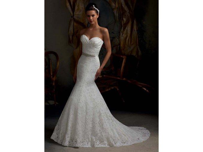 Svatební šaty v krajkovém provedení