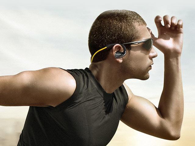 Bezdrátová sluchátka za uši