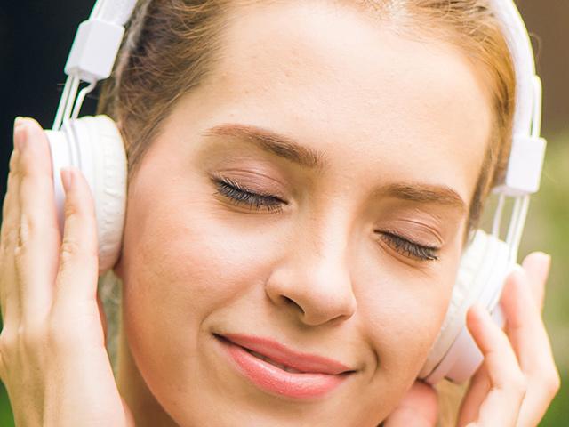 Sluchátka náhlavní kabelová