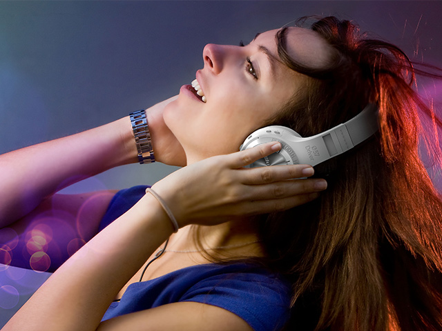Bezdrátová sluchátka přes hlavu