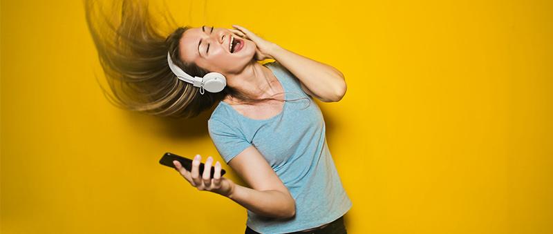 Jak připojit bezdrátová Bluetooth sluchátka a spárovat je s mobilem.