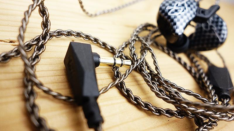 sluchatka-s-vymenitelnym-kabelem-kz-zst-recenze