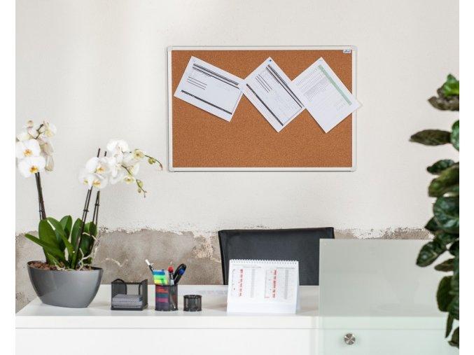 Korková nástěnka AVELI 150x90 cm, hliníkový rám
