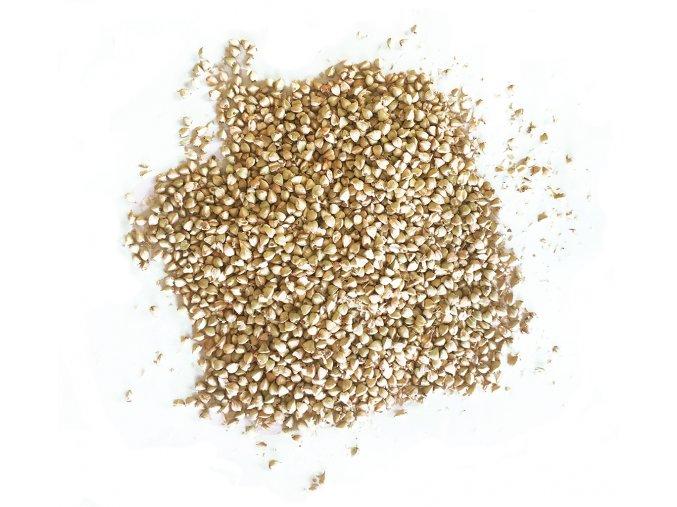 naklicena seminka pohanky vysypana