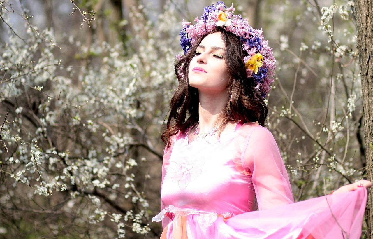 dívka na jaře