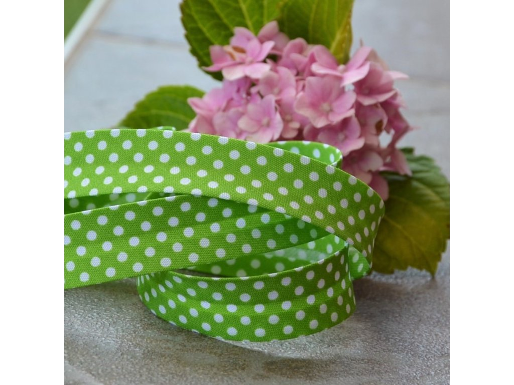 """0,5 m šikmý proužek zelený """"jarní tráva""""s puntíky 18 mm (bavlna/polyester)"""