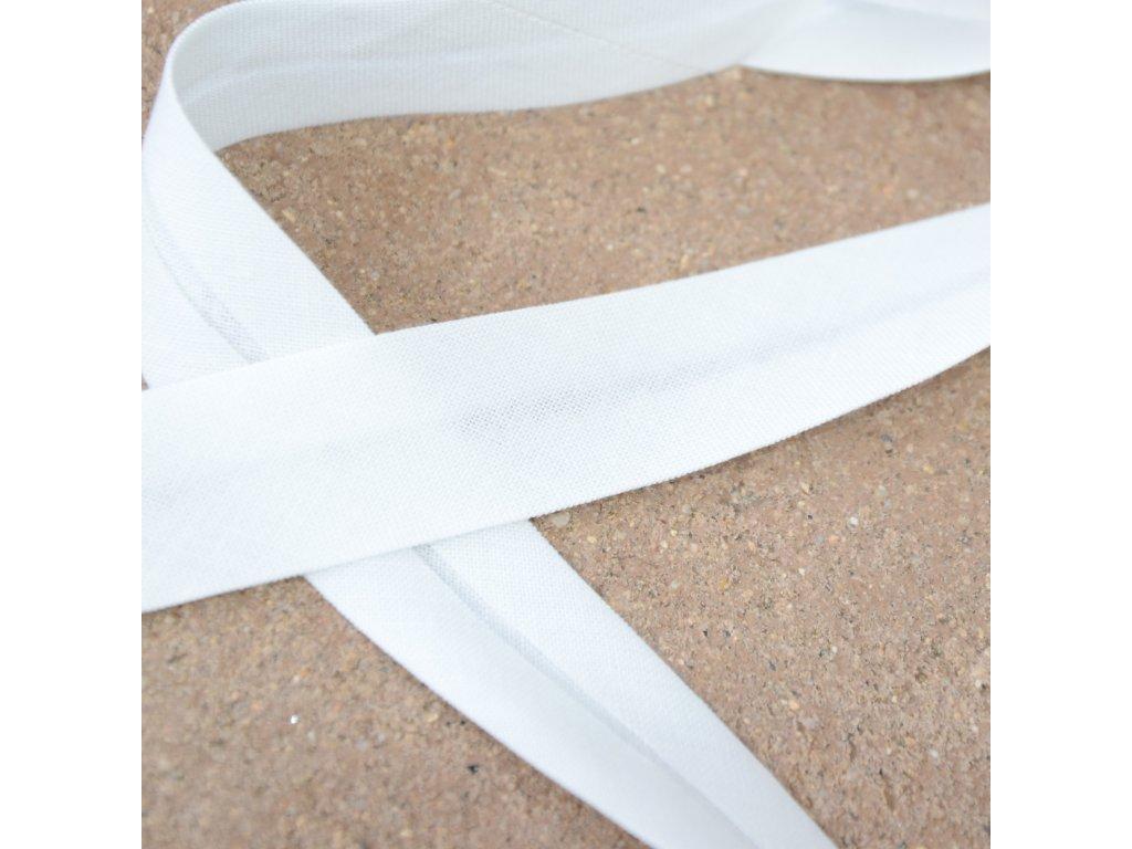 0,5 m šikmý proužek zažehlený přírodně bílý 18 mm (100% bavlna)