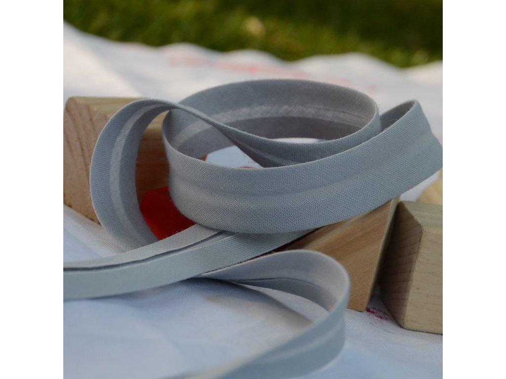 0,5 m šikmý proužek zažehlený čistě šedý 18 mm (100% bavlna)