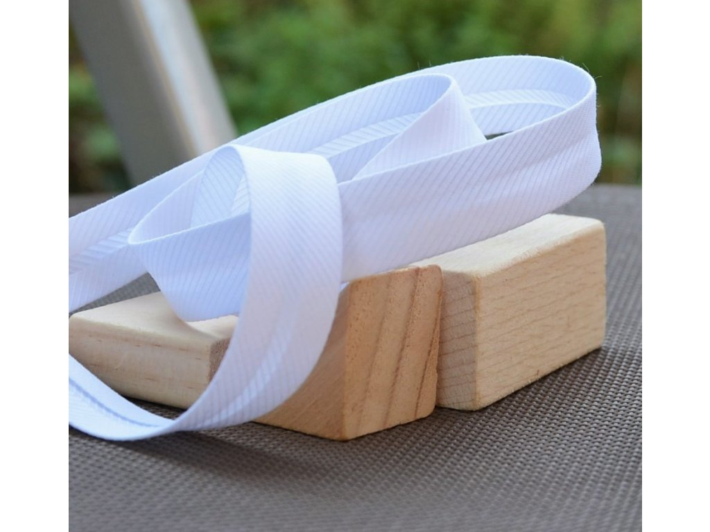 0,5 m šikmý proužek drobné proužky bílý 18 mm (polyester/bavlna)