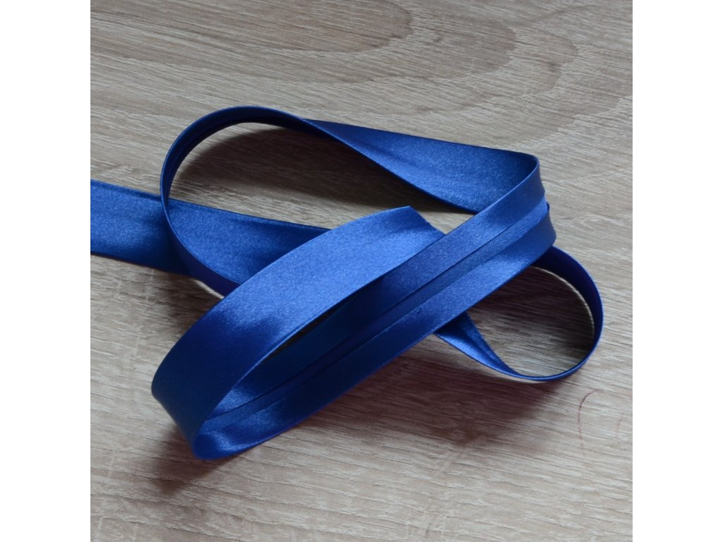 0,5 m saténový šikmý proužek tmavě modrý 18 mm