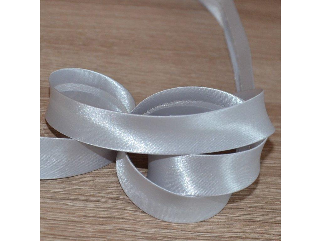 0,5 m šikmý proužek zažehlený šedý stříbřitý 18 mm (satén)