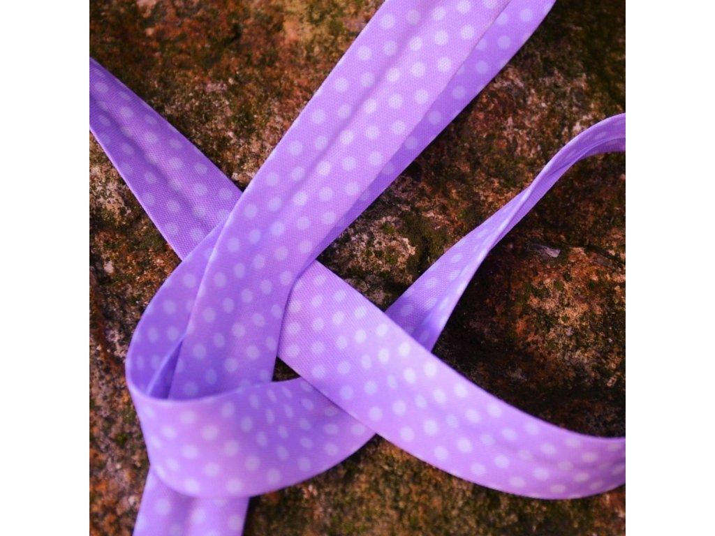 0,5 m šikmý proužek zažehlený lila s puntíky 18 mm (bavlna/polyester)
