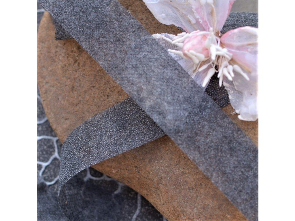 0,5 m vlizelín (novopast) oboustranně zažehlovací pásek šedý 3 cm