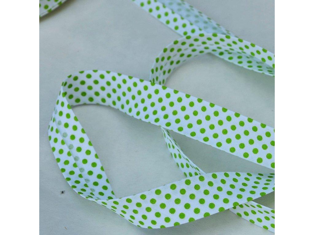 0,5 m šikmý proužek zažehlený zelené puntíky na bílé 18 mm (bavlna/polyester)