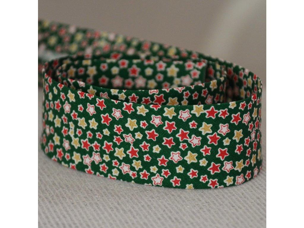 0,5 m šikmý proužek hvězdičky na zelené 30 mm (bavlna)