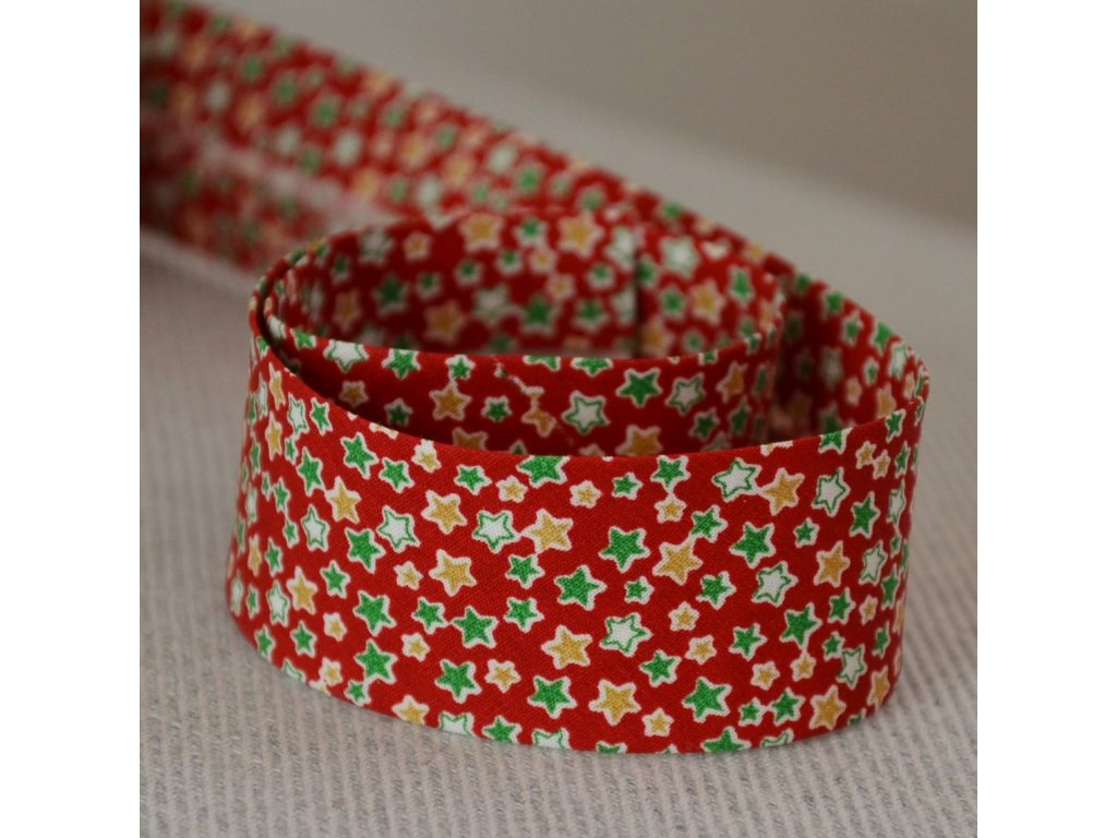 0,5 m šikmý proužek zažehlený hvězdičky na červené 30 mm (bavlna)