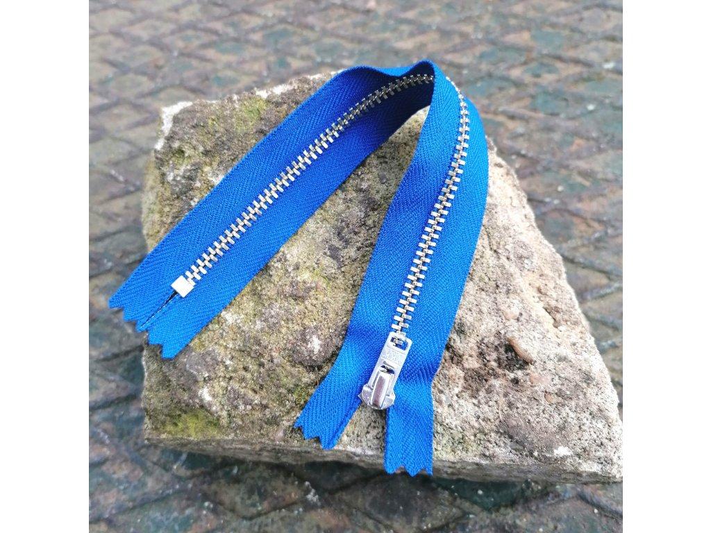 nedělitelný kovový zip YKK stříbrné zuby, vel. 4 - 20 cm, kralovský modrý