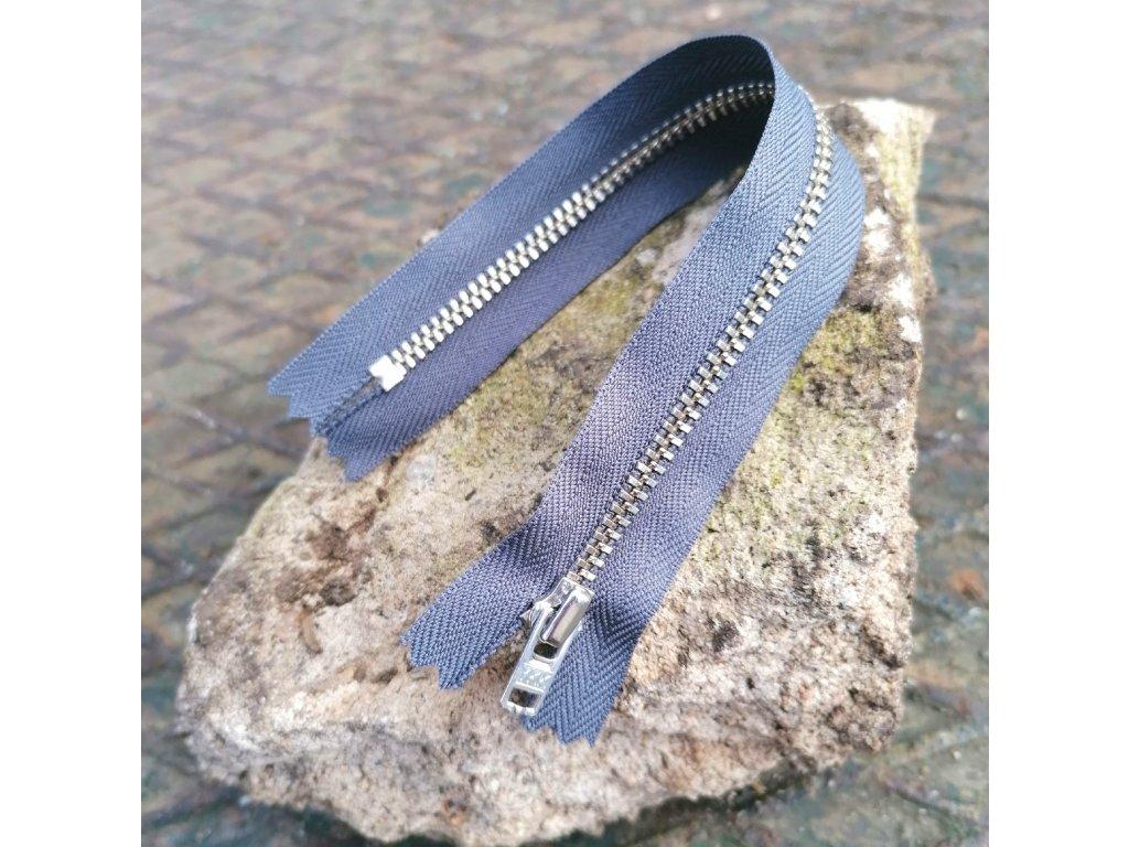 nedělitelný kovový zip YKK stříbrné zuby, vel. 4 - 20 cm, tmavě šedý
