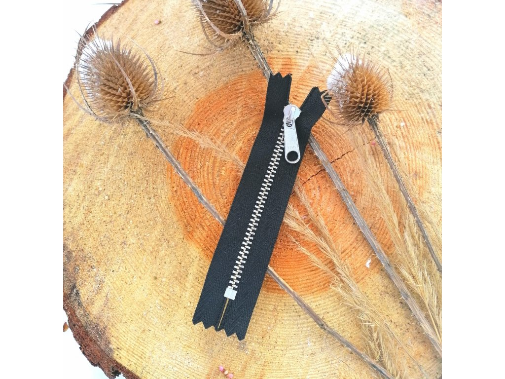 nedělitelný kovový zip YKK stříbrné zuby - 10 cm, černý
