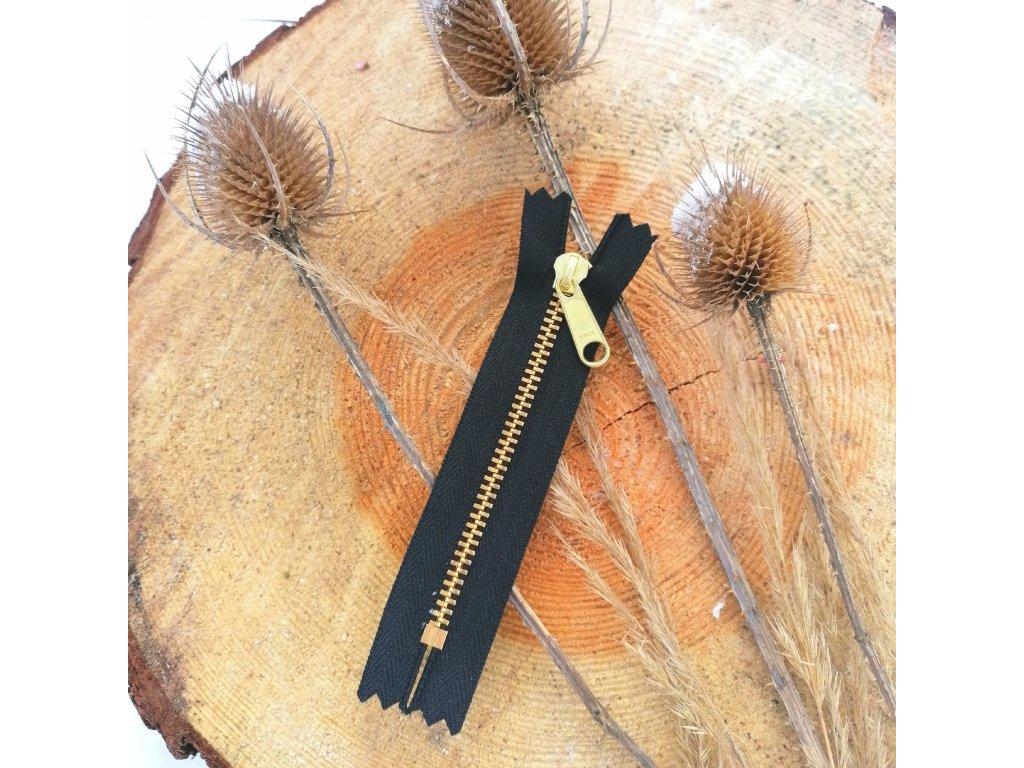 nedělitelný kovový zip YKK - 10 cm, černý