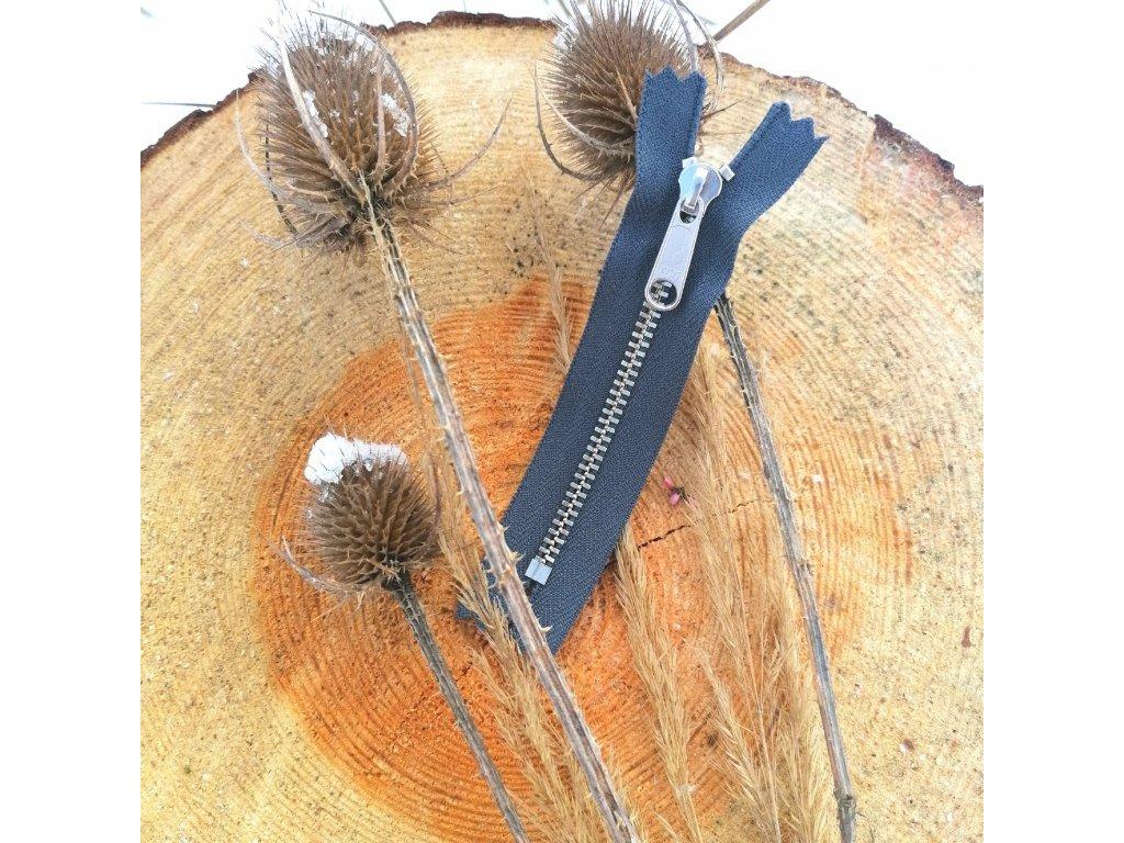 nedělitelný kovový zip YKK stříbrné zuby - 10 cm, tmavě šedý