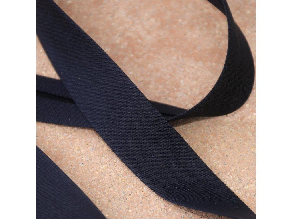 0,5 m šikmý proužek černý plátno s elastanem 30 mm