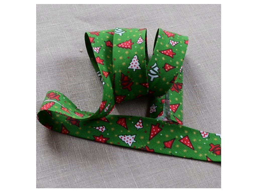 0,5 m šikmý proužek vánoční stromky na zelené 30 mm (polyester/bavlna)