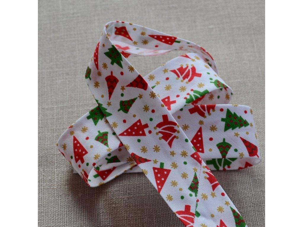 0,5 m šikmý proužek vánoční stromky na bílé 30 mm (polyester/bavlna)
