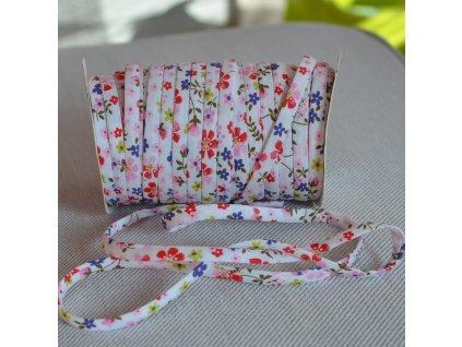0,5 m šikmý proužek SEŠITÝ (dutinka) drobné květinky růžové 7 mm (bavlna)