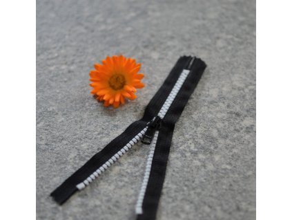nedělitelný kostěný zip YKK - 16 cm, bílé zuby, černá stuha