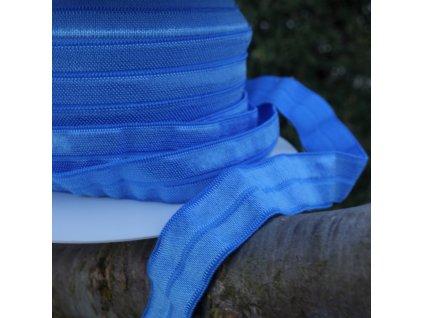 0,5 m půlená lemovací pruženka 15 mm nebesky modrá s leskem