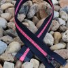 dělitelný kostěný zip YKK - 40 cm, tmavě šedá stuha, růžové zuby
