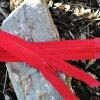 dělitelný kostěný zip YKK - 45 cm, červený