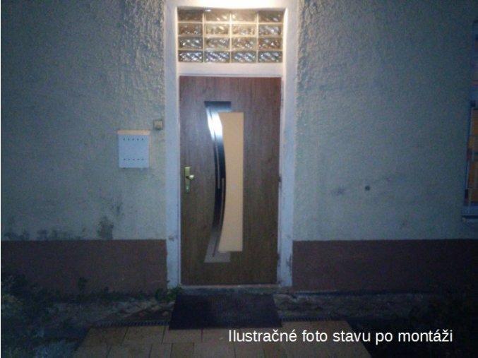 Montáž vonkajších dverí do existujúcej zárubne