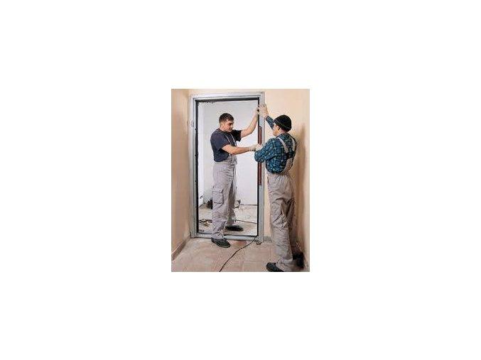 Montáž vnútorných protipožiarnych dverí so zárubňou