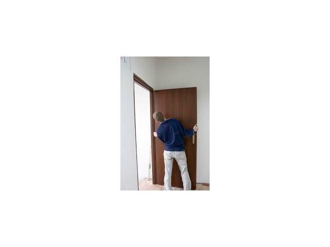 Montáž vnútorných vchodových protipožiarnych bezpečnostných dverí so zárubňou