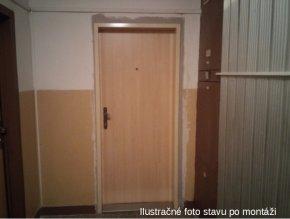 Montáž vnútorných vchodových dverí do bytu so zárubňou