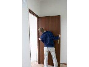 Montáž vnútorných vchodových bezpečnostných dverí do existujúcej zárubne