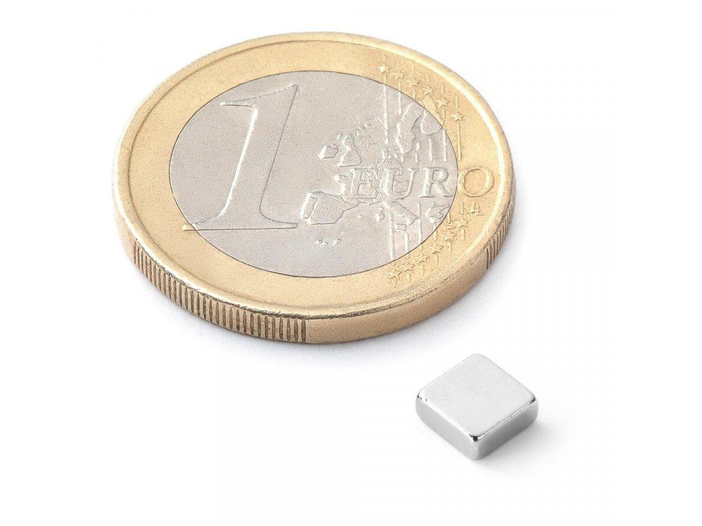 Extra silný 5x5x2mm neodymový magnet čtvercový