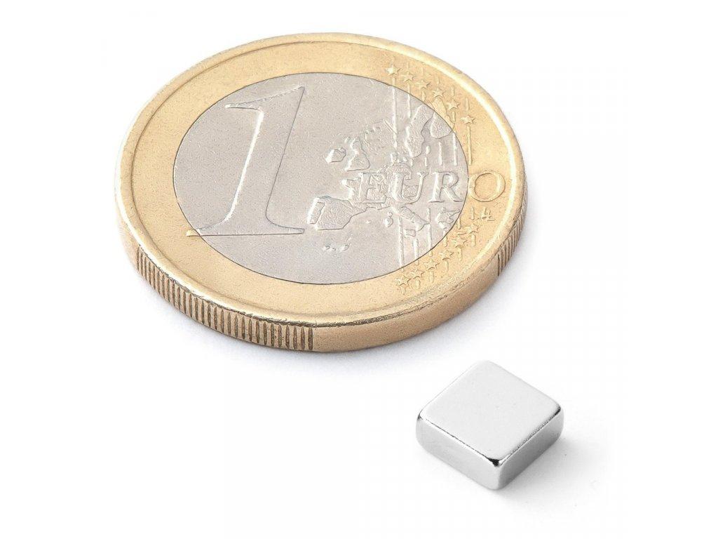 Extra silný 6x6x2,5mm neodymový magnet čtvercový