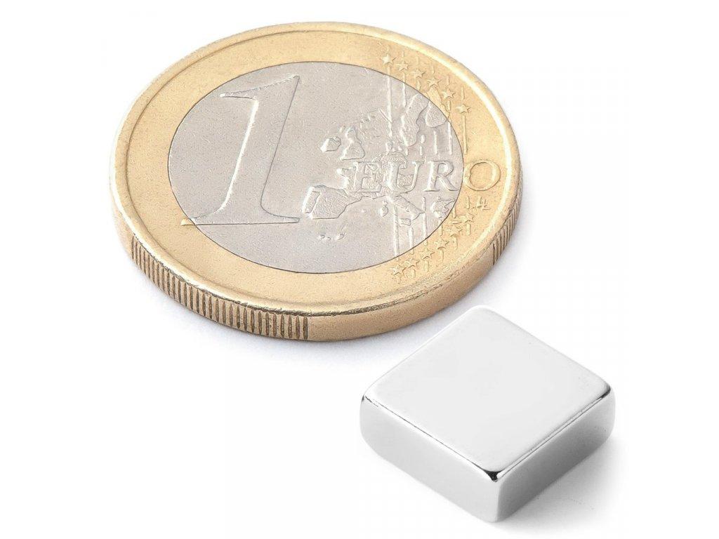 Extra silný 10x10x4mm neodymový magnet čtvercový