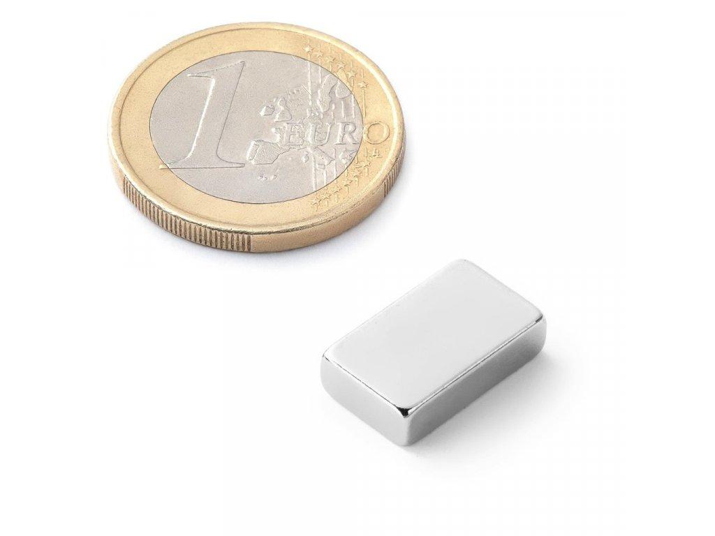 Extra silný 15x9x4mm neodymový magnet obdelníkový