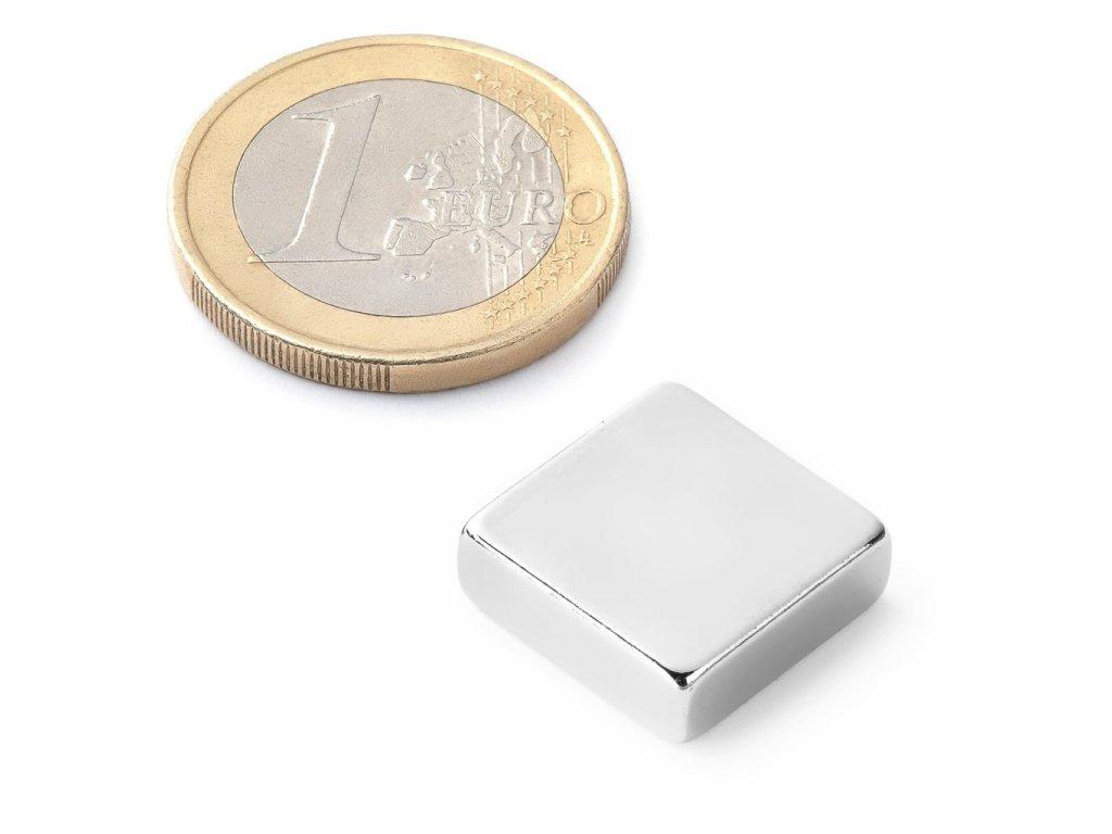 Extra silný 15x15x5mm neodymový magnet obdelníkový